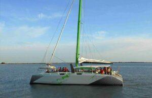 charter catamaran électrique revolt
