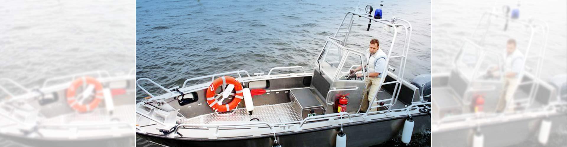 bateau de travail à motorisation électrique